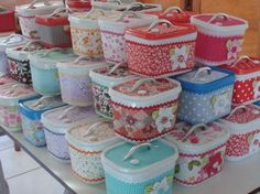 16 ways to reuse ice cream containers - Domesblissity Plastic Bottle Crafts, Plastic Pots, Plastic Bottles, Plastic Containers, Plastic Container Crafts, Recycling Containers, Easy Crafts, Diy And Crafts, Crafts For Kids