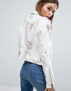Blank NYC chaqueta biker de efecto cuero con bordado floral y detalle de tachuelas