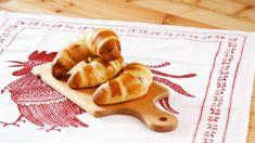 Winterliche Apfel-Zimt-Kipferl von Christina Bauer Ethnic Recipes, Food, Tv, Butterbeer Recipe, Cooking, Souffle Dish, Cinnamon, Good Food, Essen