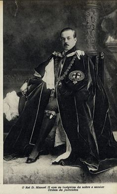 Manuel II of Portugal in Garter Robes Portuguese Royal Family, Court Dresses, Casa Real, Prince And Princess, Reyes, Coat Of Arms, Journalism, Victorian Era, Old Things