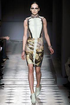 Balenciaga - Fall 2008 Ready-to-Wear - Look 31 of 35 Yes To The Dress, Karmen Pedaru, Fashion Trends, Fashion Design, Nicolas Ghesquière, Fall Winter, Autumn Winter Fashion, Balenciaga, Vogue