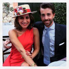 Canotier en tonos rojos #invitadaperfecta #CarideNicolasTocados www.caridenicolas.com