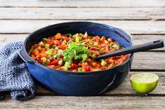 VEGETARISK THAIGRYTE on TRINES MATBLOGG | Skjær opp grønnsakene som angitt, slik at du har alt klart før du setter i gang. Kok risen etter anvisningen på… Salsa, Quiche, Recipies, Food Porn, Food And Drink, Mexican, Ethnic Recipes, Healthy, Vegan