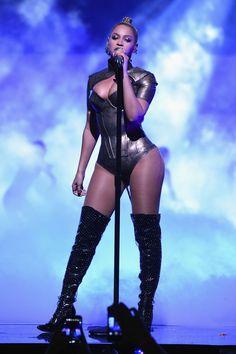 Beyoncé se apresentou no TIDAL1015 em Nova York, com três performances: 6 Inch, Haunted e All Night. Veja as melhores fotos e os vídeos!
