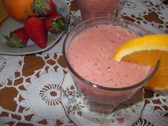 Milkshake cu banane și căpșuni