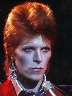 "David Bowie, ""The Russell Harty Show"", Circa 73 David Bowie Starman, David Bowie Ziggy, Ziggy Stardust, Glam Rock, The Thin White Duke, Major Tom, Rock Outfits, Emo Outfits, Colorful Hair"