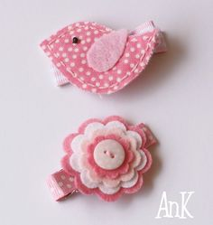 Tahlia Treats Hair Clips - Birdy & Flower Set The Tahlia clips come as a matching set of 2 double prong pinch clips measuring approx. 5 cm long partially lined with grosgrain ribbon and embellished with felt designs. Ribbons are heat sealed to prevent fraying.