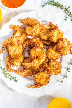 Copy cat Outback Steakhouse Coconut Shrimp with Orange-Chili Dipping Sauce - Plump, juicy shrimp with a crispy, crunchy coconut coating! Fast, easy, and better than you get in restaurants! Will be your new favorite shrimp recipe! Cilantro Shrimp, Chili Shrimp, Shrimp Ceviche, Shrimp Pasta, Ceviche Recipe, Grilled Shrimp, Chili Dip, Chili Sauce, Lemon Garlic Butter Shrimp
