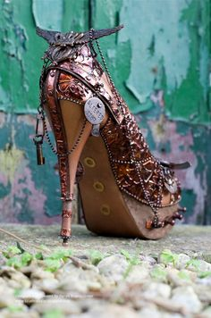 Steampunk Tendencies - Alternative Glass Slipper by Sarah ☮k☮ Chat Steampunk, Steampunk Shoes, Style Steampunk, Steampunk Couture, Steampunk Accessories, Steampunk Design, Steampunk Cosplay, Steampunk Wedding, Gothic Steampunk
