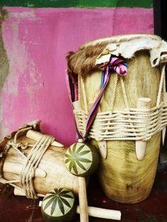 La Colombie : mégadivers comme l'UNIVERS.A través de mis viajes, me he dado cuenta de un fenómeno: << todas partes donde hay origen bantú africano, bailando a través del ombligo ... >> Rumba (Congo) _ Zouk (Antillas) _ Kizomba (Angola) Champeta (Colombia) ... La lista es larga ... Vamos clic Kizomba ...