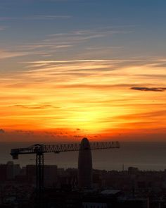 Good morning! (III) / Who doesn't like to awake this way ;-) #dawn #barcelona #amanecer #albada #marenostrum #mediterraneo #heidimiraelsolcomosale #nofilter #torreagbar #canon_photos #canonespana #canonespaña #igrecommend  #ig_catalonia  #igrecommend_me