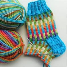 Knit Or Crochet, Knitted Fabric, Knitted Hats, Knitting Socks, Knitting Needles, Mitten Gloves, Mittens, Types Of Craft, Striped Socks