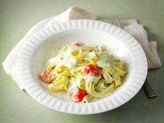 Kermainen pestopasta | Valio Cooking Recipes, Healthy Recipes, Healthy Food, Pesto, Macaroni And Cheese, Cabbage, Vegetables, Breakfast, Ethnic Recipes