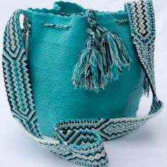Balmain Bag, Quirky Girl, Hippie Vibes, Yarn Projects, Hand Crochet, Saddle Bags, Bucket Bag, Boho Fashion, Purses And Bags