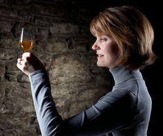 """¡Maestra detrás de la botella! """"SAL!"""" viajó hasta Escocia y entrevistó en exclusiva a la """"master blender"""" del whisky Dewar's, Stephanie Macleod. Descubre lo que dijo, aquí: http://www.sal.pr/2013/04/24/la-maestra-detras-de-la-botella/"""