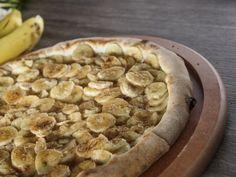 Riquísima receta de pizza de chocolate con plátano, me encanta preparar esta receta, sobre todo porque a los niños les encanta y a todos los que son fan de la crema de avellanas.