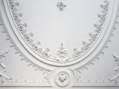 Oporto's decorative stuccos never stop surprising us <3