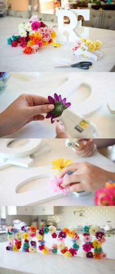 idée comment fabriquer des lettres fleuries, activité manuelle printemps adulte à réaliser soi meme, idee deco printemps, salle à manger