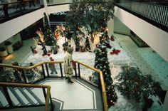 Photographer Captures Images Of Malls Across America In The S - Shopping malls america changed since 1989