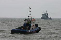tug waiting for the french navy tug Tenace to tow