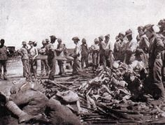 British troops clearing the battlefield of bodies and abandoned weapons after the Battle of Modder River on November 1899 in the Boer War British Soldier, British Army, Lion Face Drawing, Armed Conflict, African History, Military History, Troops, Wwii, South Africa