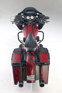Old Classic Harley-Davidson Motorcycles Harley Davidson Museum, Classic Harley Davidson, Used Harley Davidson, Harley Davidson Street Glide, Harley Davidson Motorcycles, Custom Motorcycles, Harley Davidson Merchandise, Road Glide Special, American Motorcycles
