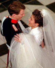 Royal Brides, Royal Weddings, Alexandra Manley, Princess Alexandra Of Denmark, Famous Wedding Dresses, Royal Marriage, Bride Tiara, Chapel Veil, Danish Royalty