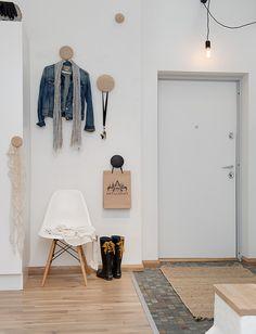 entrance interior北欧インテリア muuto(ムート)の壁付けコートフック 白木のアッシュ