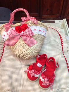 SELO BABY BOUTIQUE INFANTIL Tuc Tuc Bebe, Basket Liners, Kids Bags, Baby Boutique, Diy Accessories, Straw Bag, Espadrilles, Baby Shoes, Reusable Tote Bags