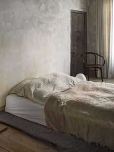 Only Deco Love: Frama Studio Apartment Home Bedroom, Master Bedroom, Bedroom Decor, Home Design, Interior Design, Modern Design, Wabi Sabi, Tadelakt, Studio Apartment