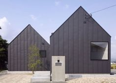 Image 1 of 17 from gallery of Chikuzen House / Design nico Architect Associates. Photograph by Ohno Hiroyuki Small Buildings, Modern Buildings, Small Houses, Metal Buildings, Architecture Photo, Residential Architecture, Modern Architecture, Modern Barn House, Rural House