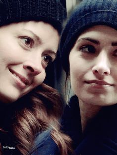 Root(Amy Acker) and Shaw(Sarah Shahi) ❤