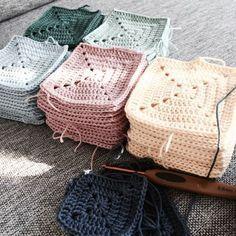 Love the colours! Crochet Square Blanket, Crochet Square Patterns, Crochet Squares, Crochet Granny, Crochet Motif, Crochet Stitches, Diy Crochet And Knitting, Crochet Girls, Baby Knitting