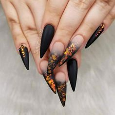 Finest Long Nail Art Designs for Beautiful Hands in 2018 Are you looking for latest nail designs? There are so many options in nail designs as you can see here the most beautiful adorable ideas of long nail arts and designs for bold ladies. Nail Art Halloween, Halloween Nail Designs, Fall Nail Designs, Acrylic Nail Designs, Scary Halloween, Halloween Makeup, Fall Halloween, Halloween Ideas, Halloween 2020