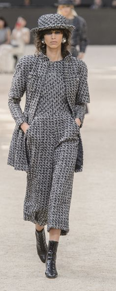 Chanel Fall-winter 2017-2018 - Couture - http://www.orientpalms.com/Chanel-6820 - ©ImaxTree