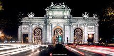 La Navidad le sienta muy bien a Madrid, por ello recopilamos las mejores fotos de las luces de Navidad en este reportaje fotográfico http://barriosdemadrid.net/?p=1591.   Esperemos que os guste. ¡Feliz Navidad madrileños!