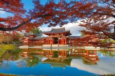 We've selected a few of the most extraordinary and exquisite lacquer objects around! Read on to enjoy these inspirational works of Japanese lacquer art. Japanese Mansion, Japanese Buildings, Japanese Architecture, Japanese Garden Design, Japanese Interior, Japanese Gardens, Japanese Dojo, Japanese Novels, Traditional Japanese House