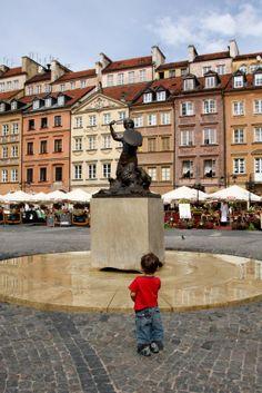 """Praça do Mercado - """"Praça da Sereia"""" - Varsóvia  Varsóvia, capital da Polónia, cidade de Frederic Chopin e de Marie Curie, nas margens do rio Vístula. A 2ª Guerra Mundial destruiu 85% da massa arquitetónica"""