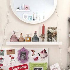 おしゃれな部屋の作り方♡カフェ風、海外風? | Sucle[シュクレ] Floating Shelves, Photo Wall, Mirror, Furniture, Home Decor, Photograph, Decoration Home, Room Decor, Wall Shelves