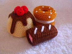 FREE Cakes and Treats Crochet Pattern and Tutorial