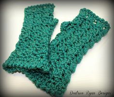 These fun Fingerless Gloves work up quickly using Bulky weight yarn. Warm and Fashionable too!! These Amazing Grace Fingless Gloves are the 12th pattern in my Amazing Grace Series!