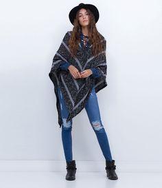 Casaco feminino  Modelo poncho  Listrado  Marca: Blue Steel  Tecido: Retilínea  Composição: 85% Acrílico; 15% Poliamida         COLEÇÃO INVERNO 2016     Veja outras opções de    casacos femininos.
