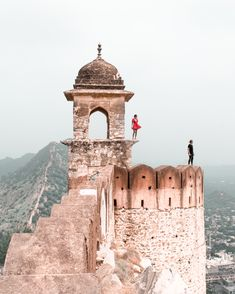 The Ultimate Guide To Jaipur - American and the Brit - Travel Couple Beautiful Places To Travel, Great Places, Jaipur Travel, Couple Travel, Amer Fort, Tulum Ruins, Heritage Hotel, Famous Places, Top Of The World