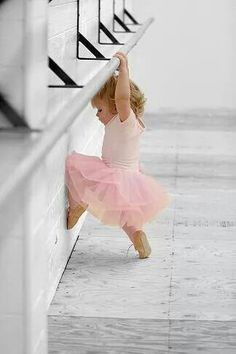 Cute kids: little pink ballerina in a ballet tutu. Dance Like No One Is Watching, Just Dance, Baby Kind, Baby Love, Big Baby, Pretty Baby, Glenda, Cool Baby Names, Trendy Baby Girl Names