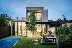 House in Albert Park Village by Kirsty Ristevski - Australia Modern Victorian, Victorian Homes, Morden House, Albert Park, House Yard, Modern Exterior, Modern House Design, Modern Architecture, Beautiful Homes