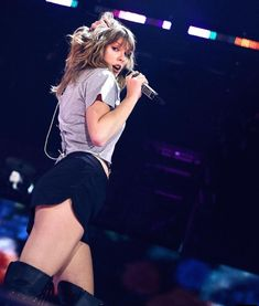 "Taylor Swift's ""World Tour"".😍😘😍😘😍😘"