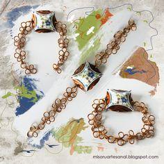Pulsera Nespresso Primavera, con mariposas de alambre de aluiminio y motivo central de tela estampada.