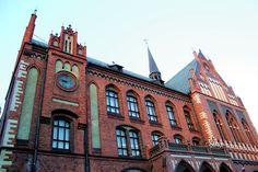 Riga es la capital y la mayor ciudad Letonia. Es la ciudad más grande de los estados bálticos y el hogar de más de un tercio de la población de Letonia.