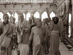 Srila Prabhupada, Radha Krishna Images, Bhagavad Gita, God Pictures, Hare Krishna, Deities, Worship, Prayers, Spirituality