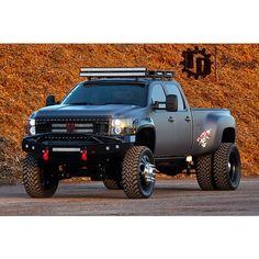 Duramax dually!!! Dually Trucks, Chevy Pickup Trucks, Gm Trucks, Diesel Trucks, Lifted Trucks, Cool Trucks, Chevy Duramax, Chevrolet Silverado, Silverado 3500